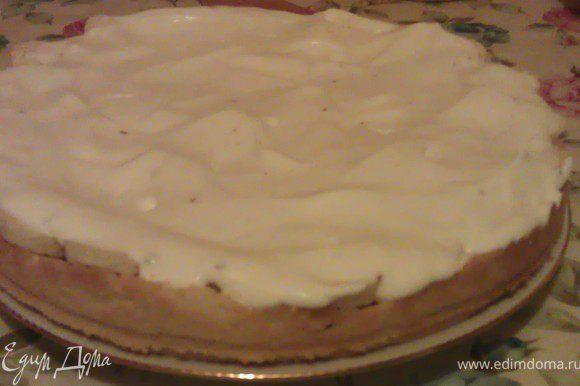 Взбиваем сливки, добавляем в них ванильный сахар (так же туда можно добавить ванильный и кофейный сироп).