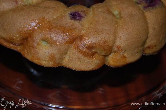 Не резать кекс, пока он полностью не остынет. Выпекать можно и в порционных формочках.