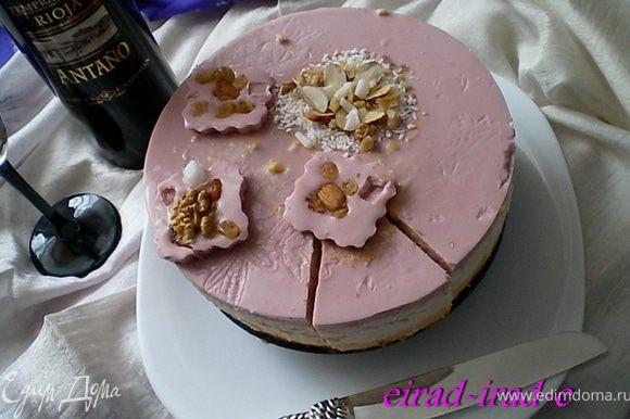 Этими пироженьками,по желанию можно украсить торт.