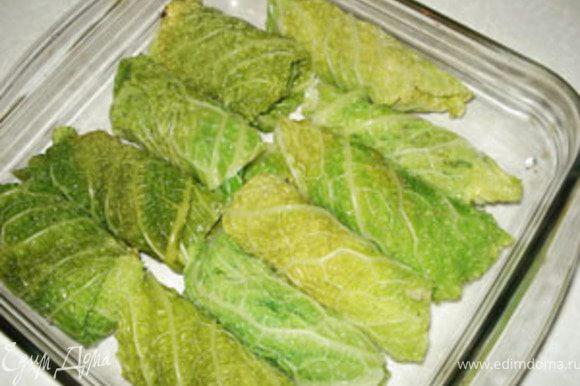 Завернуть фарш в листья (можно конвертиком или трубочкой)