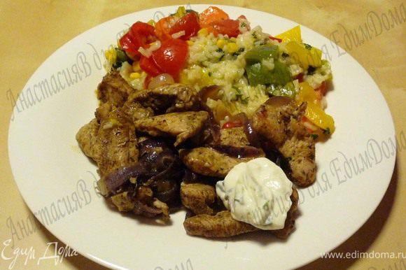 Подавать гирос с рисом и по желанию с тцатцики. Приятного аппетита!