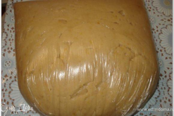 Положить тесто в целофановый пакет и оставить на ночь в холодильнике. Оно как раз подойдет и вылежится. А лучше подержать тесто 2-3 дня в холодильнике.