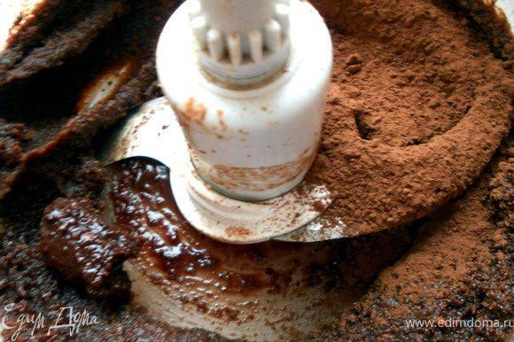 Добавить немного (пару ст.ложек) какао-порошка и еще раз перемешать.