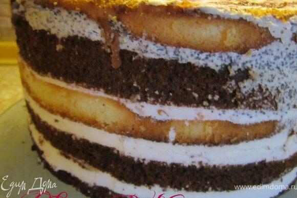 Торт перевернуть на блюдо.