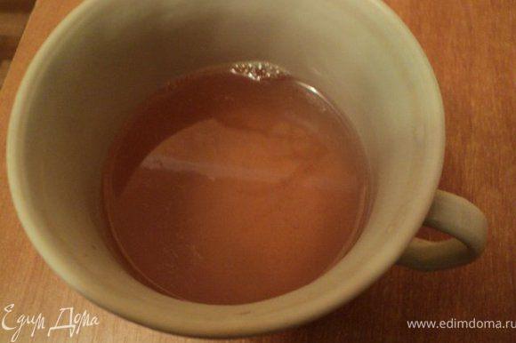 Желатин залить 50гр шампанского, дать набухнуть, распустить на водяной бане. Шампанское, половину сахара, лимонный сок нагреть до растворения сахара ( не кипятить), слегка охладить.