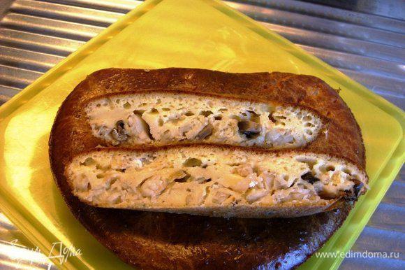 Нарезать рыбный пирог на порционные куски. Всё готово. Приятного аппетита!