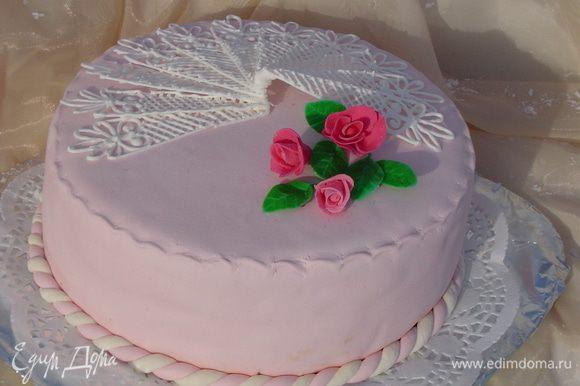 Получился очень нежный торт, и внешне и на вкус.