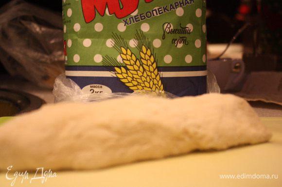 Делаем тесто из ингредиентов для теста.