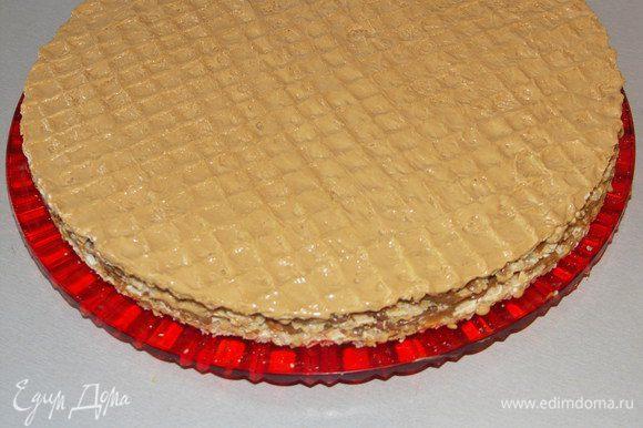 Собранный торт можно украсить по вашему вкусу.