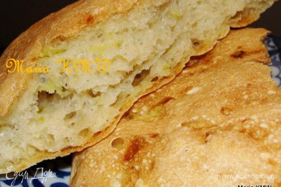 Смазать верх булочек оливковым маслом. Выпекать 20 минут в разогретой духовке при 250 градусах. Приятного аппетита!