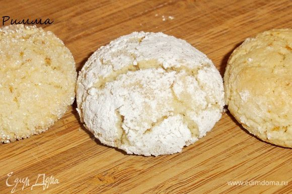 Остужать печенье лучше на решетке(если у вас есть мелкая). С корочкой, но мягкое (не сырое!)внутри, ароматное и красивое...оно не оставит вас и ваших друзей равнодушным)