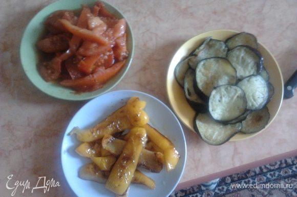 Затем жарим отдельно каждый овощь на оливковом масле (можно и на подсолнечном)