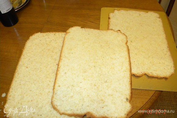 Бисквит режем на три части
