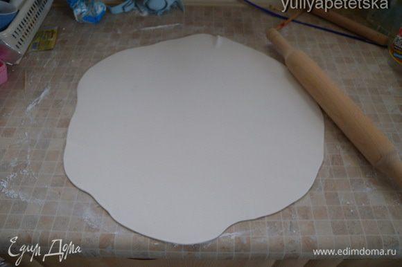 Приготовить сахарную мастику. Маршмелоу+сахарная пудра. Покрыть торт.