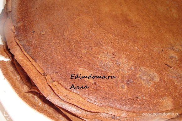 Испечь шоколадные блинчики. Рецептов на сайте много, я воспользовалась рецептом Наты (Nata) http://www.edimdoma.ru/recipes/18873, за что ей огромное спасибо.