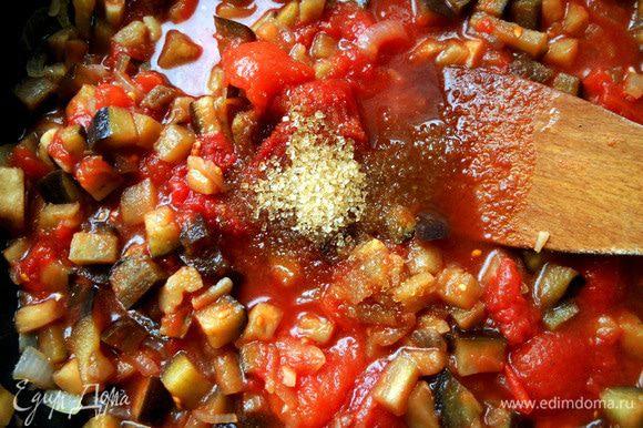 Добавить томаты, уксус и сахар, размешать.