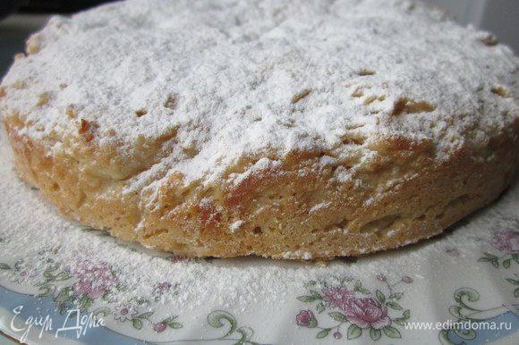 Готовый пирог вынуть из формы и посыпать сахарной пудрой. Приятного чаепития!