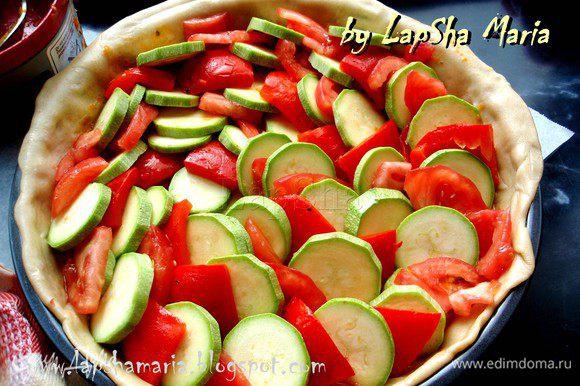Присолить овощи немного и подогнуть края. Ставим в духовку при температуре 180С минут на 30-35.