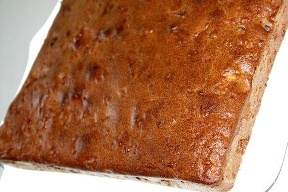 Выпекать 40-50 мин.Точнее ориентируйтесь по своей духовке.Пирог должен стать сухим внутри и румяным снаружи.