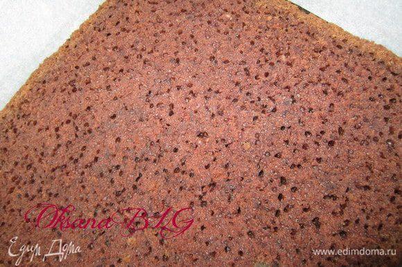 Приготовить бисквит по рецепту http://www.edimdoma.ru/recipes/31029 Охладить, разрезать на три коржа.