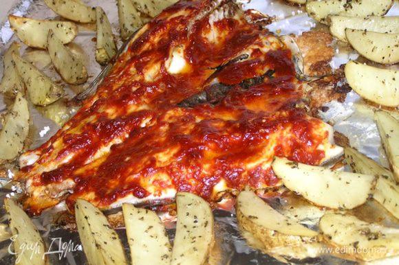 Выпекать при 220*С около 30-35 минут до готовности картофеля.