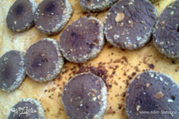 Печенье получается в меру плотное,в меру рассыпчатое и в меру сладкое с лёгкой горчинкой какао.Я бы сказала:с деликатным вкусом)))