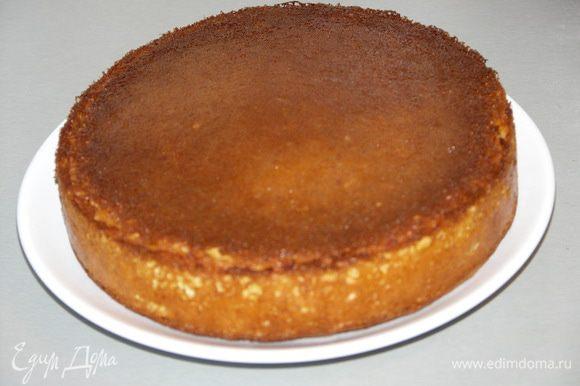 Я всегда стараюсь испечь бисквит для торта накануне.(Вечером бисквит печём,утром пропитываем и промазываем и через несколько часов можно кушать)Вкус у отстоявшегося бисквита качественно отличается.