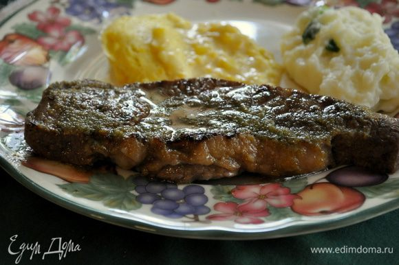 Разогреть гриль сковороду и готовить стейки по 3мин.каждая сторона.Дать отдохнуть 10мин.и подавать с гарниром и разрезанным лаймом по желанию.
