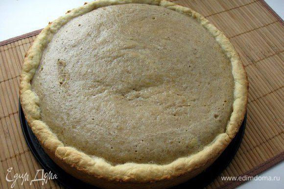 9) Поставьте форму в разогретую до 180 градусов духовку и выпекайте 50-60 минут.