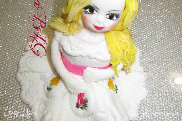 Заранее подготовить куколку, http://www.edimdoma.ru/retsepty/27623-kukolka-iz-mastiki