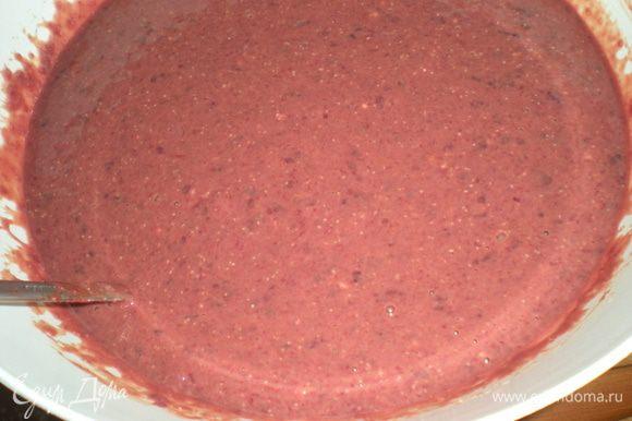 Печень промыть,хорошенько почистить,удалить плёнки и жилки.Нарезать на кусочки залить молоком и оставить на пол часика.Затем прокрутить в мясорубке,прямо с молоком.Посолить,добавить яйца,муку(можно манку)Хорошенько всё перемешать,если получается густовато,долейте ещё молока,если жидко,то добавьте муки.Масса должна получиться как на блины.Жарить блины на раскалённой сковороде с двух сторон,по 1-2 мин. с каждой стороны.
