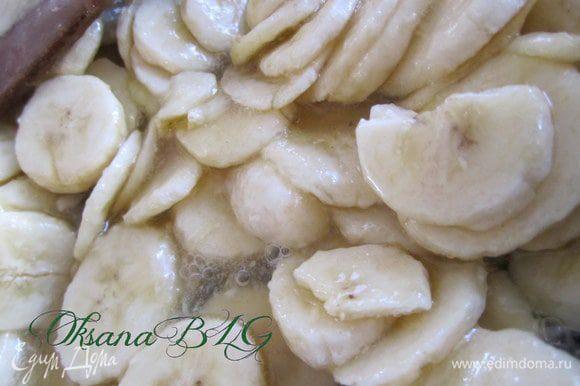 Добавить бананы, проварить еще 10 минут. Остудить.