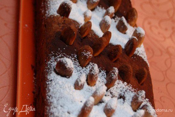 Остывший кекс вынуть из формы. Присыпать какао или сахарной пудрой по желанию.