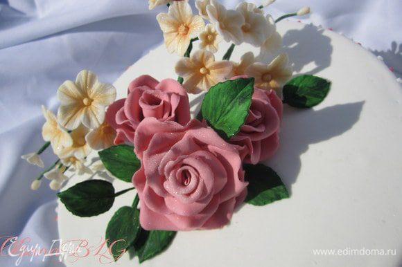 Из цветов собран букет.