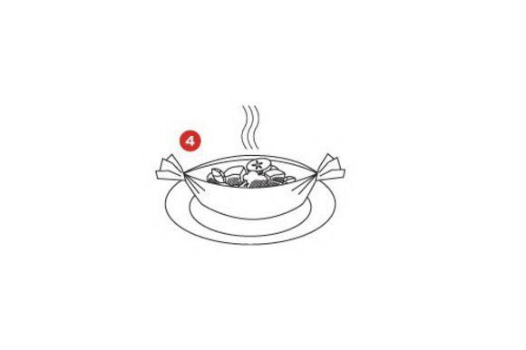 Салат: порежьте и смешайте все ингредиенты. Спрысните уксусом и оливковым маслом. Подавайте рыбу прямо в пакетикке SAGA, добавив свежий салат.