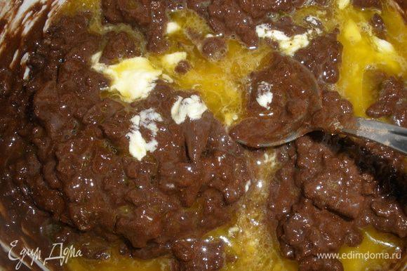 Затем добавить какао, масло, щепотку соли и все размешать как следует.