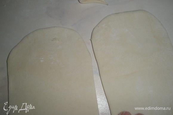 Верхние края где сгибы, закруглить ножницами. Убрать лишнее тесто.