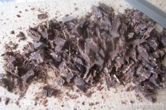 орехи и шоколад порубить ножом