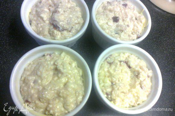 добавить взбитые со щепоткой соли белки,осторожно перемешать и разложить по формочкам(предварительно смазать маслом)