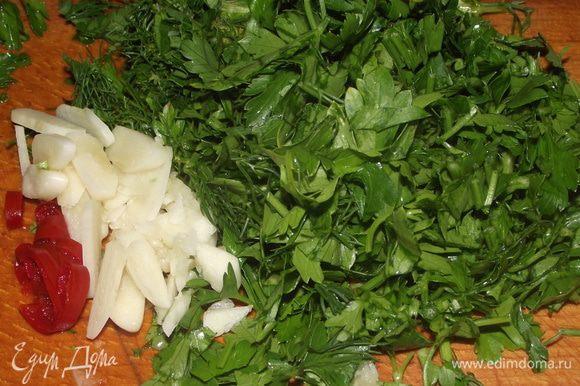 В это время подготовила зелень(петрушка,кинза,укроп),чеснок и перец чили