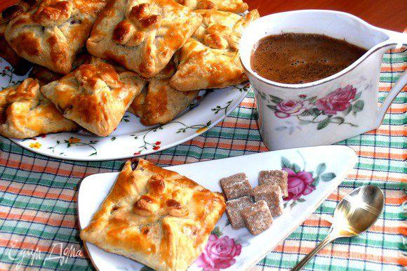 Подаём тёплыми к кофе или, как любит мой младший - с кефиром или молоком)))