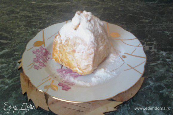 При подаче - залить яблочко в тесте медом и присыпать сахарной пудрой. Спешите попробовать!!!
