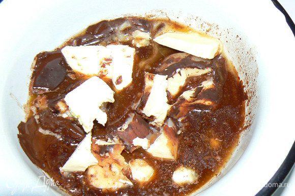 Растопите на водяной бане шоколад и сливочное масло Остудите