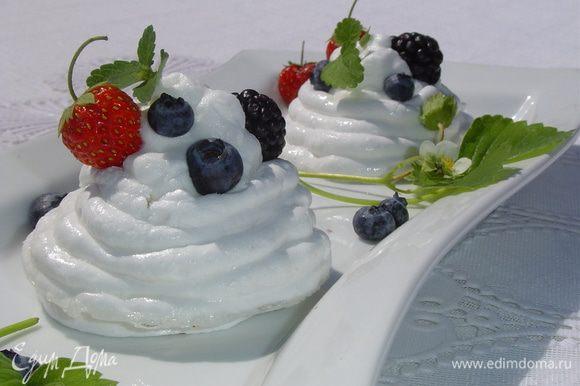 Вот и готов необыкновенно вкусный, нежный и красивый десерт! Приятного аппетита!