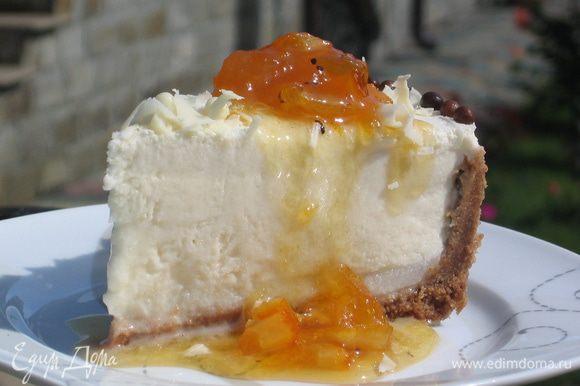 Дынный торт-мороженое готов! Подайте его с янтарным джемом из дыни (http://www.edimdoma.ru/retsepty/45506-yantarnyy-dzhem-pozdnee-leto) - превосходное сочетание! Угощайтесь и получайте наслаждение!