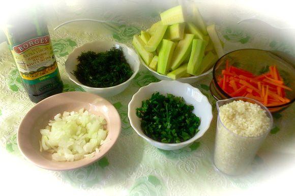 Для более продуктивного процесса приготовления блюда лучше сначала всё подготовить и далее уже использовать подготовленные продукты в процессе приготовления.