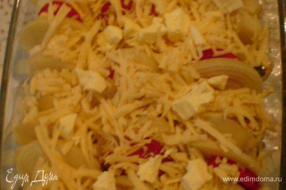 Присыпать сыром и разбросать кусочки сливочного масла. Выпекать 25 минут.