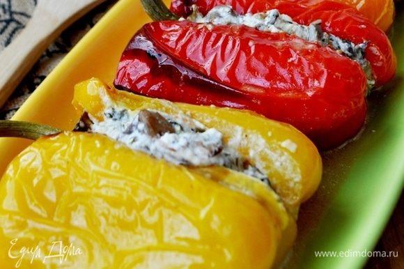 Подавать перцы горячими, сбрызнув бальзамическим уксусом. Это очень вкусно, попробуйте! Приятного аппетита!