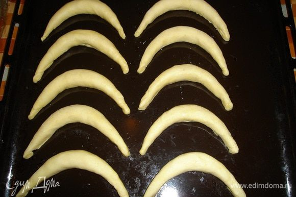 собираем готовые бананы на противень и отправляем в духовку на 15-25 мин..поглядывая за ними..