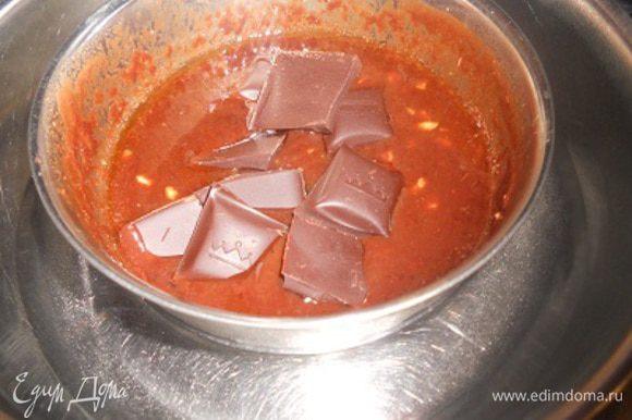 черный шоколад,масло растопить на водянной бане и добавить туда же фундук измельченный